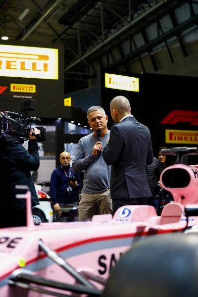 Autosport International Exhibition. National Exhibition Centre, Birmingham, UK. Sunday 14th January, 2018. Gil de Ferran talks to Stuart Codling on the F1 Racing stand.World Copyright: Ashleigh Hartwell/LAT Images Ref: _R3I9498