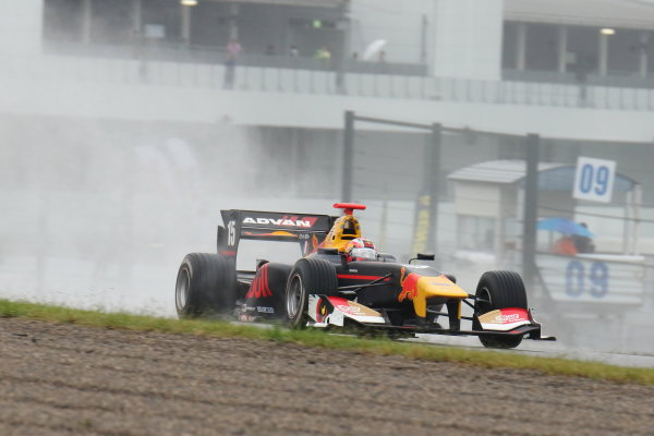 2017 Japanese Super Formula. Suzuka, Japan. 21st - 22nd October 2017. Rd 7. Cancelled race due to Typhoon. 2017 Driver?s 2nd position & Rookie of the Year Pierre Gasly ( #15 TEAM MUGEN SF14 ) action World Copyright: Yasushi Ishihara / LAT Images. Ref: 2017_SF_Rd7_011