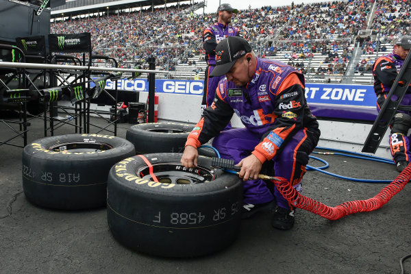 Monster Energy NASCAR Cup Series First Data 500 Martinsville Speedway, Martinsville VA USA Sunday 29 October 2017 Denny Hamlin, Joe Gibbs Racing, FedEx Walgreens Toyota Camry crew World Copyright: Scott R LePage LAT Images ref: Digital Image lepage-171029-mart-8450