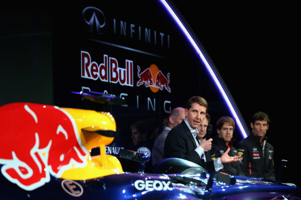 Milton Keynes, UK   Simon Sproule, Infiniti Corporate Vice-President Global Marketing talks to the guests Photo: Mark Thompson/Getty Images/Red Bull Racing () ref: Digital Image 160597662_10