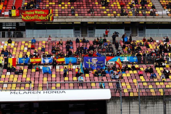 Shanghai International Circuit, Shanghai, China.  Friday 07 April 2017. Fans in the pit straight grandstand wait during a weather delay in FP2. World Copyright: Steven Tee/LAT Images ref: Digital Image _R3I2452