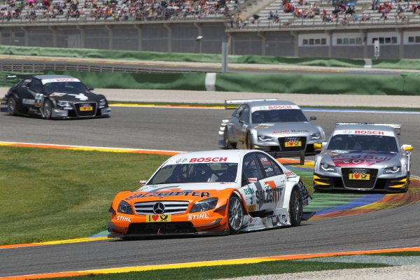 Jamie Green (GBR), Junge Sterne AMG Mercedes, Junge Sterne AMG Mercedes C-Klasse (2008) ahead of Martin Tomczyk (GER), Audi Sport Team Abt Sportsline, Red Bull Cola Audi A4 DTM (2009) and Miguel Molina (ESP), Audi Sport Rookie Team Abt, Audi Bank A4 DTM (2009).