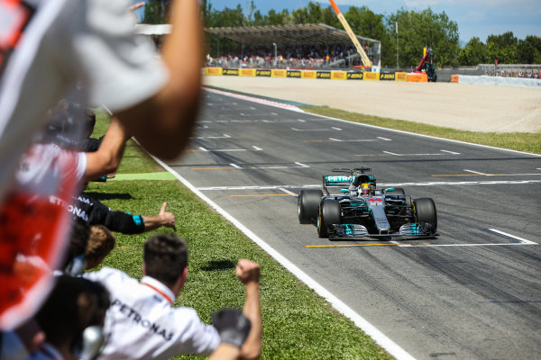 Circuit de Catalunya, Barcelona, Spain.  Sunday 14 May 2017.  Lewis Hamilton, Mercedes F1 W08 EQ Power+, crosses the line to win the race. World Copyright: Charles Coates/LAT Images  ref: Digital Image AN7T7181