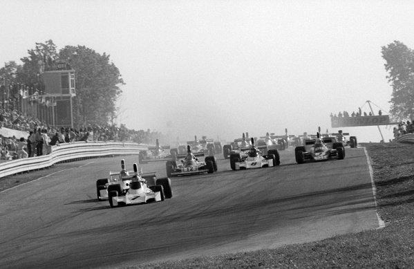 Pole sitter and race winner Carlos Reutemann (ARG) Brabham BT44 leads at the start of the race. United States Grand Prix, Rd 15, Watkins Glen, USA, 6 October 1974.