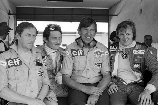 Tyrrell personnel in the pits during practice (L to R): Derek Gardner (GBR) Tyrrell Designer; Patrick Depailler (FRA); Ken Tyrrell (GBR) Tyrrell Team Owner; Ronnie Peterson (SWE).Argentinean Grand Prix, Rd1, Buenos Aires, Argentina, 9 January 1977.