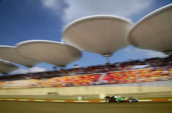 2007 Chinese Grand Prix - Saturday Qualifying Shanghai International Circuit, Shanghai, China 6th October 2007. Jenson Button, Honda RA107. Action.  World Copyright: Steve Etherington/LAT Photographic ref: Digital Image WI2T7065