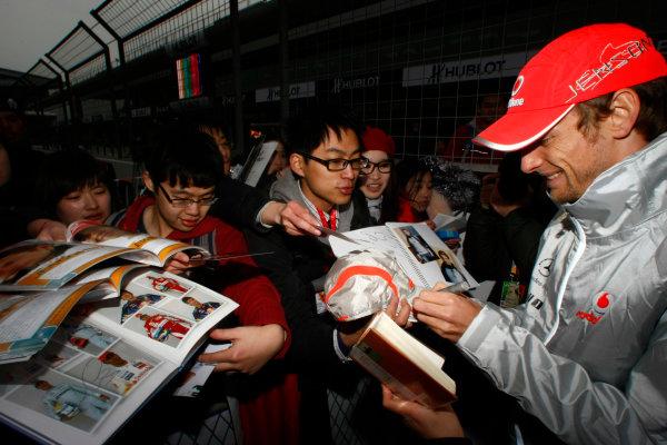 Shanghai International Circuit, Shanghai, China15th April 2010Jenson Button, McLaren MP4-25 Mercedes, signs some autographs for fans. Portrait. Atmosphere. World Copyright: Charles Coates/LAT Photographicref: Digital Image _26Y7783