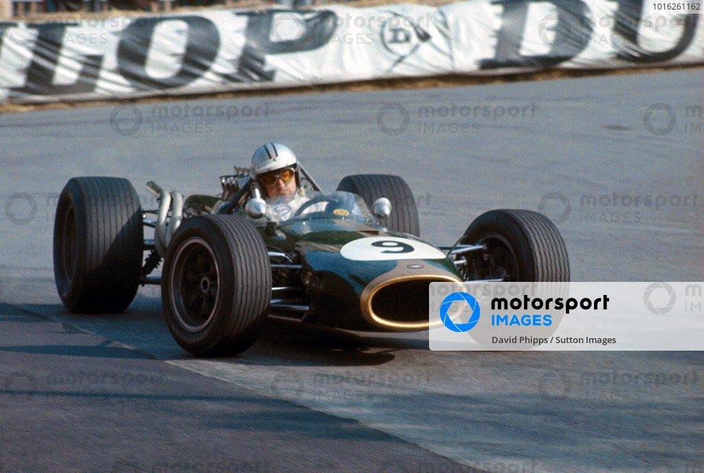 Denny Hulme (NZL) Brabham Repco BT20, scored his first GP victory.  Formula One World Championship, Rd2, Monaco Grand Prix, Monte-Carlo, Monaco. 7 May 1967.  BEST IMAGE