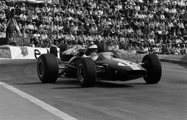 Jim Clark, Lotus 33 Climax, leads Graham Hill, Lotus 33 BRM.