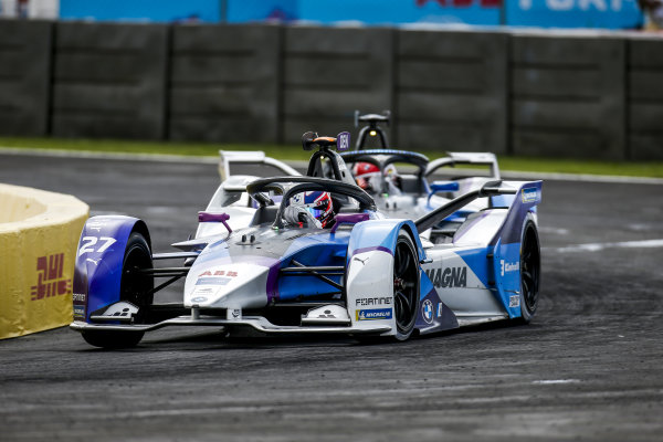 Jake Dennis (GBR), BMW I Andretti Motorsport, BMW iFE.21, leads Maximilian Guenther (DEU), BMW I Andretti Motorsports, BMW iFE.21