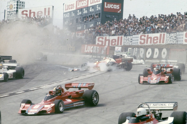 Clay Regazzoni, Ferrari 312T2 spins at the start, causing a red flag and a restart. The Brabham BT45 Alfa Romeos of Carlos Pace and Carlos Reutemann navigatee their way through the accident.