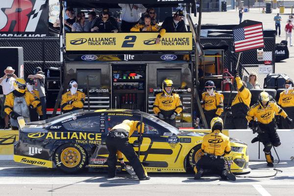 #2: Brad Keselowski, Team Penske, Ford Mustang Alliance Truck Parts pit stop