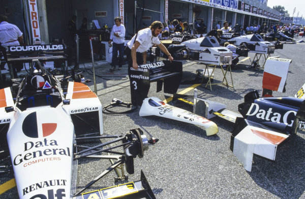 A mechanic with various pieces of Tyrrell 015 Renault.