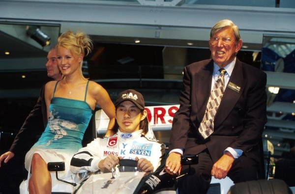 Denise Van Outen (GBR) TV totty (left) sits beside Tora Takagi (JPN) Tyrrell (centre) and Ken Tyrrell (GBR) Team Owner (right) 