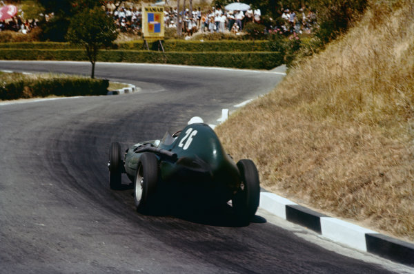Pescara, Italy. 16-18 August 1957. Stirling Moss, Vanwall VW5, 1st position. Ref: 57PES05. World Copyright - LAT Photographic