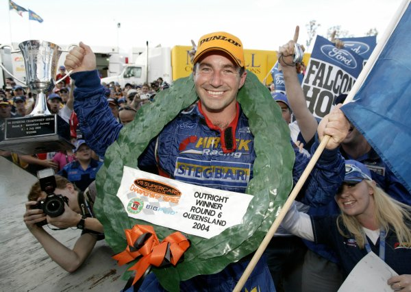 2004 Australian V8 Supercarsrd 6, Queensland Raceway, Brisbane. 4th July.Winner Marcos Ambrose.World Copyright: Mark Horsburgh/LAT Photographicref: Digital Image Only
