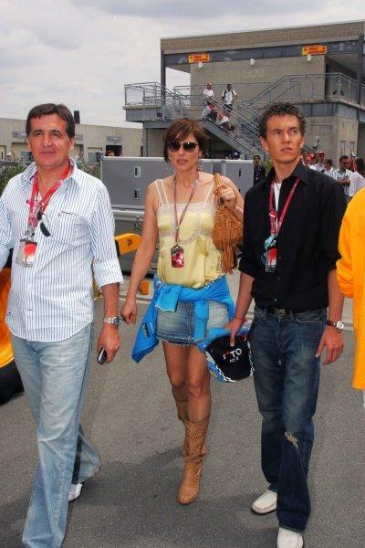 Slavica Ecclestone leaves the circuit. Formula One World Championship, Rd 9, United States Grand Prix, Race, Indianapolis, USA, 19 June 2005.DIGITAL IMAGE