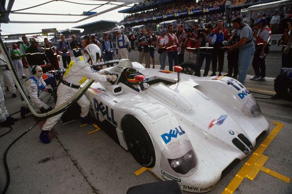 1999 Le Mans 24 Hours. Le Mans, France. 12th - 13th June 1999. Jorg Muller/Tom Kristensen/J.J. Lehto (BMW V12 LMR), retired, pit stop action. World Copyright: LAT Photographic. Ref:  99LM55