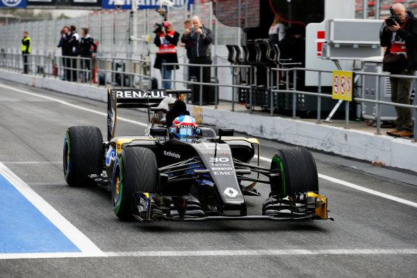 Circuit de Catalunya, Barcelona, Spain Monday 22 February 2016. Jolyon Palmer, Renault RE16, in the pit lane. World Copyright: Glenn Dunbar/LAT Photographic ref: Digital Image _W2Q0669