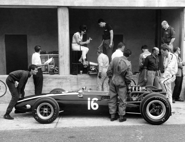 1966 Italian Grand Prix.Monza, Italy. 2-4 September 1966.Jochen Rindt (Cooper 81-Maserati) in the pits with a young Ron Dennis, lifting the nose.World Copyright - LAT PhotographicRef - Motor Print
