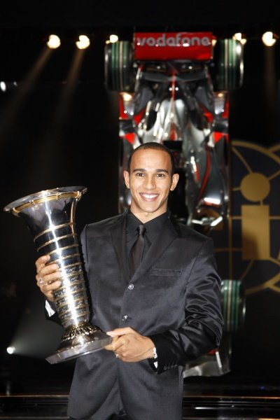 Lewis Hamilton (GBR) with the F1 World Champion trophy.