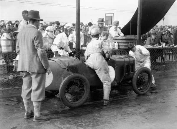 1930 BRDC 500 Miles. Brooklands, Surrey. Winning Austin 7 of Sammy Davis and the Earl of March. Pit stop. World Copyright: LAT Photographic. ref: Autocar Glass Plate
