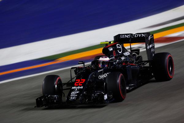 Marina Bay Circuit, Marina Bay, Singapore. Friday 16 September 2016. Jenson Button, McLaren MP4-31 Honda. World Copyright: Andrew Hone/LAT Photographic ref: Digital Image _ONY7331