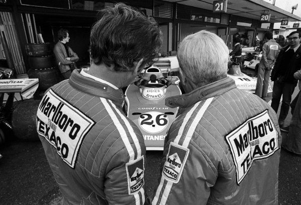 (L to R): Gordon Coppuck (GBR) McLaren Designer and Teddy Mayer (USA) McLaren Team Owner, take a look at the Ligier JS5, with revised air box following the ban of the high air boxes.