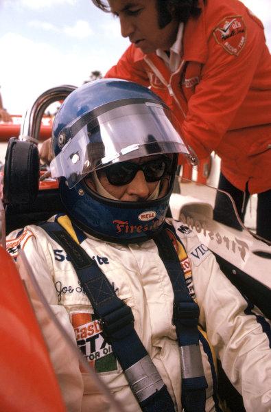 1974 USAC Indycar Series.Ontario, California, USA. 10th March 1974.Joe Leonard (Eagle-Offenhauser), 19th position/accident.World Copyright: Murenbeeld/LAT Photographic
