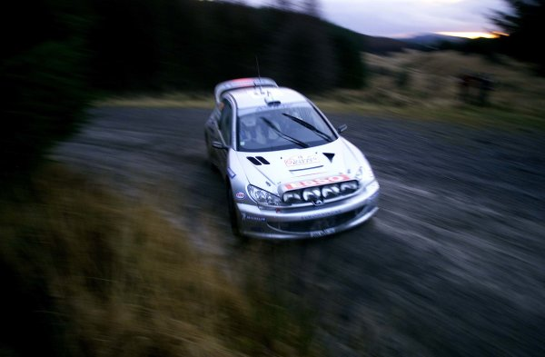 Rally of Great Britain. 23rd November 2000.Marcus Gronholm and Timo Rautainen, Peugeot 206. Copyright: Griffiths/ LAT Photographic
