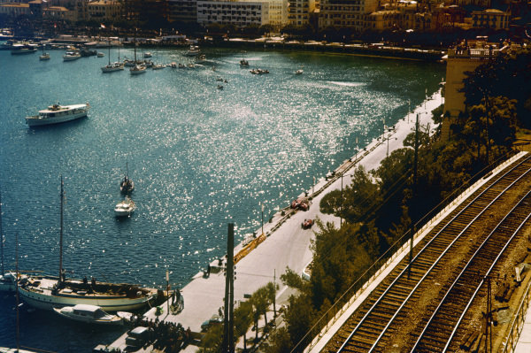 Monte Carlo, Monaco. 16-19 May 1957. Mike Hawthorn and Peter Collins (both Lancia-Ferrari D50 801) are eliminated in an accident avoiding Stirling Moss (Vanwall VW3) at the exit of the old chicane. Ref: 57MON34. World Copyright - LAT Photographic