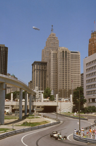 Detroit, Michigan, U.S A.20-22 June 1986.Teo Fabi (Benetton B186 BMW) winds his way through the city. Ref-86 USA 13.World Copyright - LAT Photographic