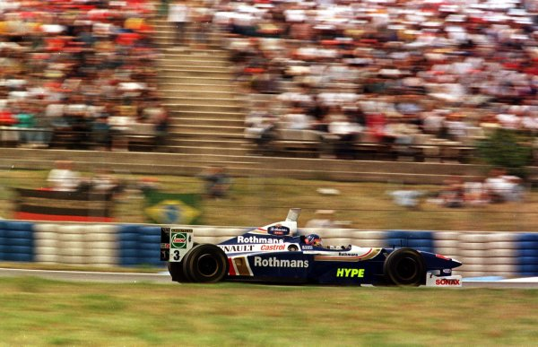 1997 Spanish Grand Prix.Catalunya, Barcelona, Spain.23-25 May 1997.Jacques Villenenuve (Williams FW19 Renault) 1st position.World Copyright - Elford/LAT Photographic