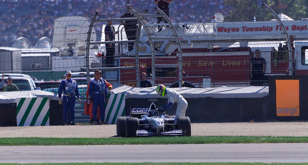 2001 American Grand Prix - RaceIndianapolis, United States. 30th September 2001.The end of Ralf Schumacher's, BMW Williams FW23, race.World Copyright: Steve Etherington/LAT Photographicref: 9mb Digital Image