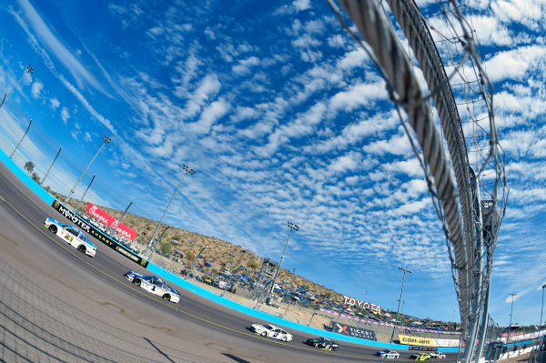 Monster Energy NASCAR Cup Series Can-Am 500 Phoenix Raceway, Avondale, AZ USA Sunday 12 November 2017 Ryan Blaney, Wood Brothers Racing, SKF / Quick Lane Tire & Auto Center Ford Fusion and Jamie McMurray, Chip Ganassi Racing, Cessna Chevrolet SS World Copyright: Nigel Kinrade LAT Images
