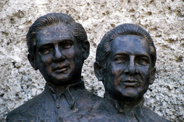 A statue to commemorate Pedro Rodriguez (MEX) and his brother Ricardo Rodriguez (MEX), who were both killed in motor racing accidents. Mexican Grand Prix, Rd 15, Mexico City, Mexico, 12 October 1986.