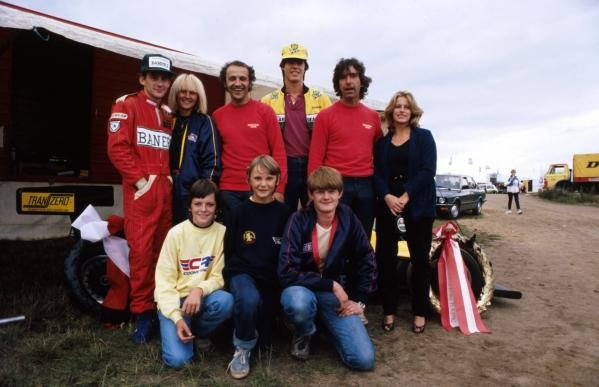 Ayrton Senna (BRA) (Far left) celebrates his victory with members (and relatives) of the Rushen Racing Team including team owner Dennis Rushen (back row second from right). Jakob Andreasen, now a McLaren engineer, is pictured front row centre. EFDA Formula Ford 2000 Championship, Jyllandsring, Denmark, 22 August 1982.
