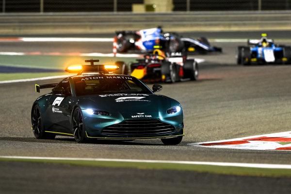 The Safety Car leads Juri Vips (EST, Hitech Grand Prix), and Lirim Zendeli (DEU, MP Motorsport)