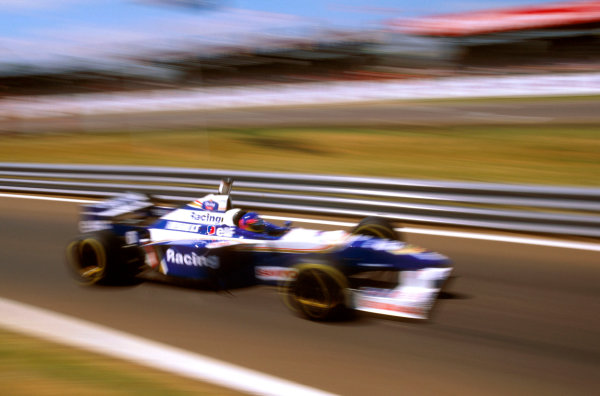 Silverstone, England.12-14 July 1996.Jacques Villeneuve (Williams FW18 Renault) 1st position.Ref-96 GB 15.World Copyright - LAT Photographic