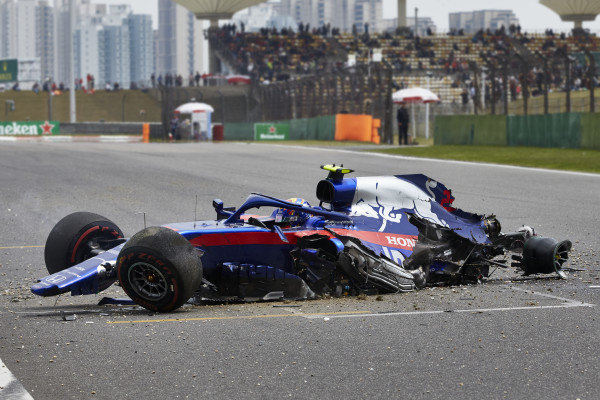 Alexander Albon, Toro Rosso STR14, comes to a halt after losing control and hitting a barrier towards the end of practice 3