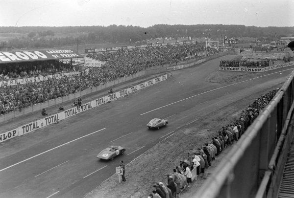Jean Hémard / Pierre Flahaut, Automobiles Panhard, Panhard Monopole X89, leads Louis Héry / Lucien Pailler, Panhard Monopole X86.