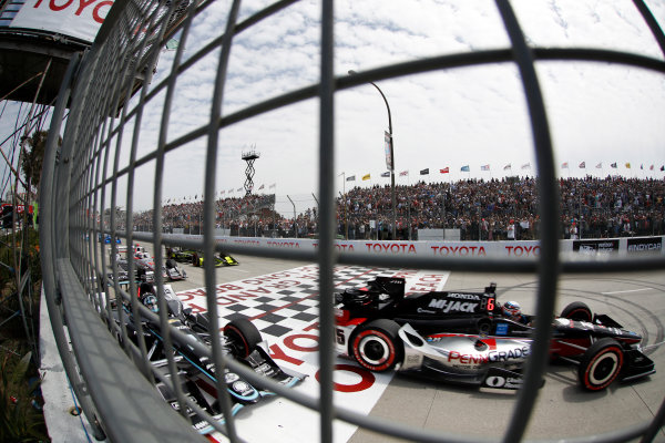 2017 Verizon IndyCar Series Toyota Grand Prix of Long Beach Streets of Long Beach, CA USA Sunday 9 April 2017 Josef Newgarden, Graham Rahal, start World Copyright: Michael L. Levitt LAT Images