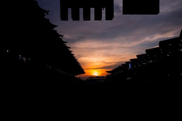 Sepang International Circuit, Sepang, Malaysia. Friday 29 September 2017. Sun rises at the Sepang Circuit. World Copyright: Zak Mauger/LAT Images  ref: Digital Image _56I2064