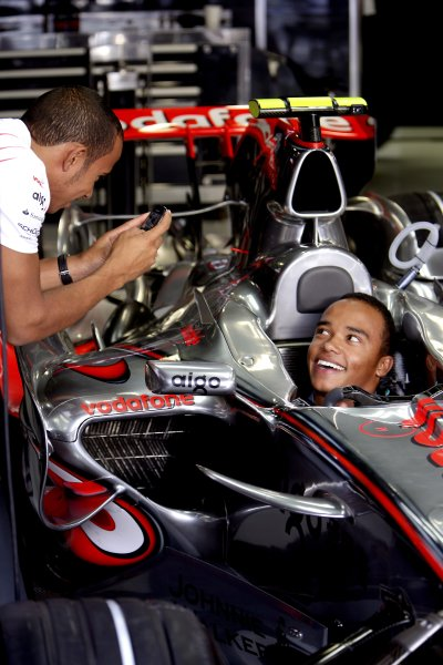 2007 Italian Grand PrixAutodromo di Monza, Monza, Italy.7th - 9th September 2007.Lewis Hamilton, McLaren MP4-22 Mercedes shows brother Nicolas the view from his cockpit. Portrait.World Copyright: Charles Coates/LAT Photographicref: Digital Image ZK5Y0348