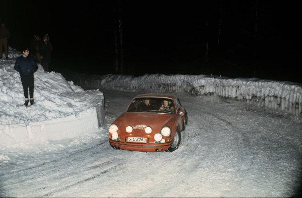 Monte Carlo, Monaco. 24th - 28th January 1968.Bjorn Waldegaard / Lars Helmer (Porsche 911S), action. World Copyright: LAT PhotographicRef: 68MCRALLY03.