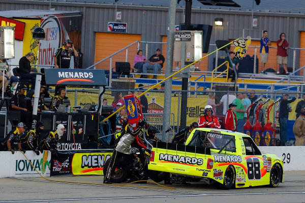 NASCAR Camping World Truck Series M&M?s 200 presented by Casey?s General Store Iowa Speedway, Newton, IA USA Friday 23 June 2017 Matt Crafton, Fisher Nuts/Menards Toyota Tundra pit stop World Copyright: Russell LaBounty LAT Images