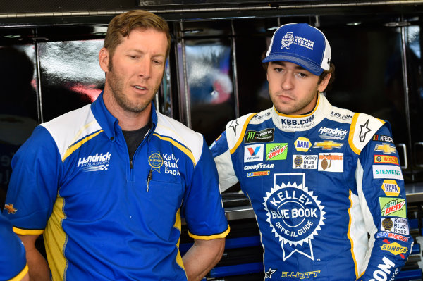 Monster Energy NASCAR Cup Series Toyota/Save Mart 350 Sonoma Raceway, Sonoma, CA USA Friday 23 June 2017 Chase Elliott, Hendrick Motorsports, Kelley Blue Book Chevrolet SS and Alan Gustafson World Copyright: Nigel Kinrade LAT Images