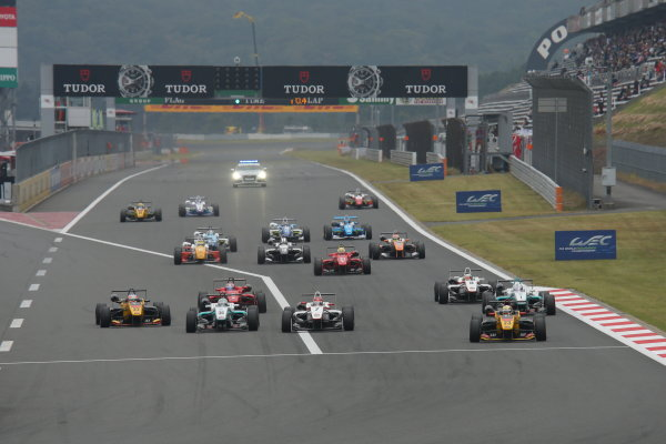 2014 All-Japan F3 Championship. Fuji, Japan. 11th - 12th October 2014. Rd 7. Start of the race, action World Copyright: Yasushi Ishihara / LAT Photographic. Ref:  2014_JF3_Rd14&15__001.JPG