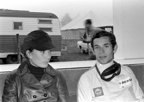 Jacky Ickx (BEL) talking with Nina Rindt. Formula One World Championship, US GP, Watkins Glen, 1 Oct 1967