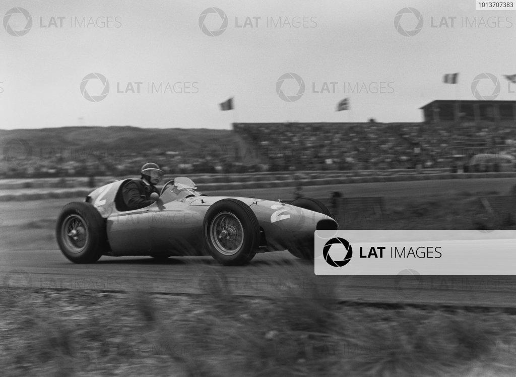 Zandvoort, Holland. 19th June 1955.Mike Hawthorn (Ferrari 555 Supersqualo), 7th position, action. World Copyright: LAT Photographic.Ref:  B/W Print.